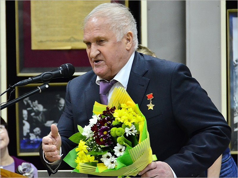 Отряд космонавтов поздравил с днём рождения Героя Советского Союза Виктора Афанасьева