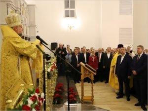 В новом клинцовском кафедральном соборе прошла первая рождественская служба