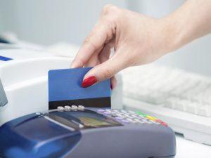 Жительница Брянска «погуляла» с найденной «кредитки» на 44 тысячи рублей и уголовное дело