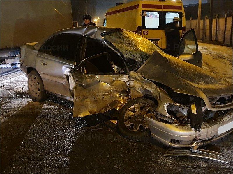 В Брянске Opel врезался в грузовую «ГАЗель». Есть, как минимум, один пострадавший
