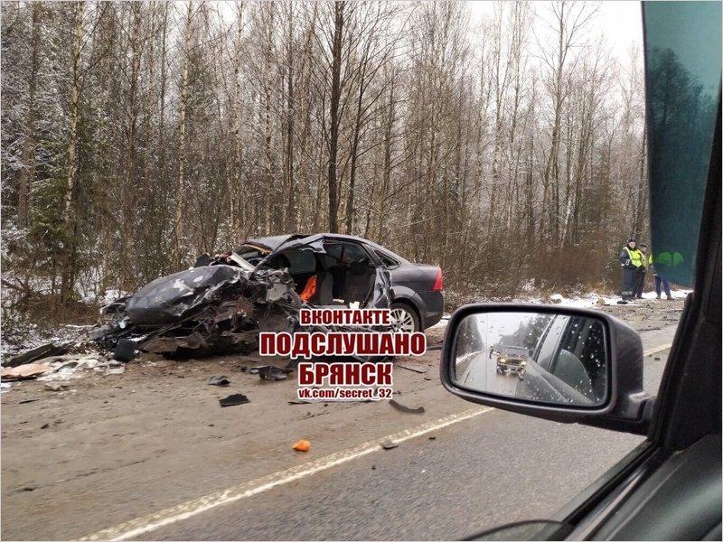 На трассе «Украина» под Брянском произошло лобовое столкновение машин, есть жертвы