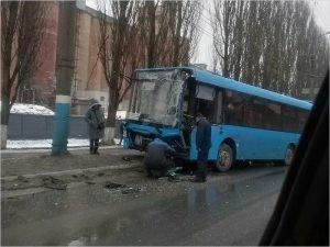 Новая дорога «Брянск-I – Брянск-II» спровоцировала своё первое ДТП: в утиль отправлен «синий» автобус