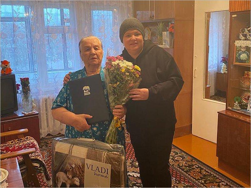 В Брянске  поздравления с юбилеем получила старейший член партии «Единая Россия»