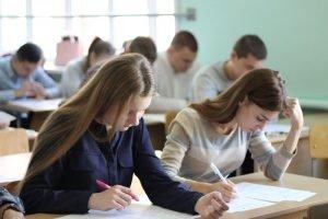 «Выпускные» контрольные 18-21 мая в Брянской области напишут более 11,2 тыс. девятиклассников