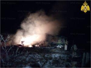 В навлинском посёлке рано утром сгорел жилой дом