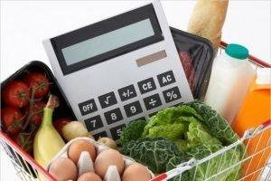 Почему одинаковые продукты продаются в российских магазинах по разной цене? Объясняет эксперт