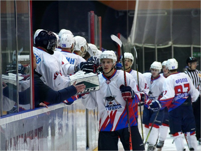 Хоккейный «Брянск» одержал две предсезонных победы в Курске