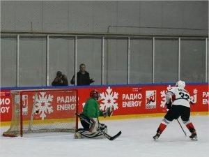 Брянский губернатор организовал своей команде победу в благотворительном хоккейном матче