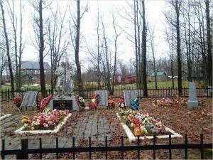 Поисковики из Ленобласти разыскивают родственников погибших брянских красноармейцев