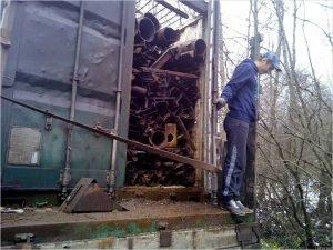 Брянские пограничники поймали очередной белорусский грузовик с ломом