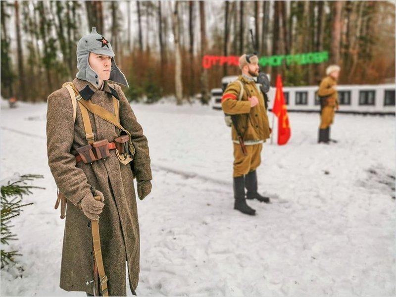 На стоянке отряда имени Виноградова брянские школьники и студенты нарядили партизанскую ёлку
