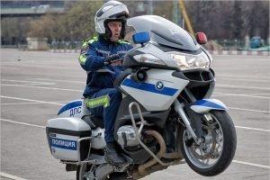 Брянские гаишники отмечают Всемирный день мотоциклиста скрытыми патрулями