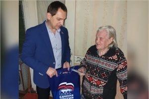 Депутат Брянского горсовета поздравил ветеранов-бежичан с новогодними и рождественскими праздниками