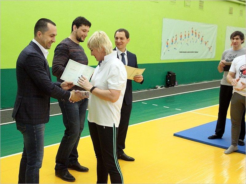 """Сертификаты о повышении квалификации по направлению """"Элементы самбо"""" получили уже более ста брянских учителей"""