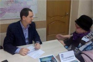 Жители микрорайона «Автозаводец» попросили депутата Алексея Рассыльщикова помочь со сквером
