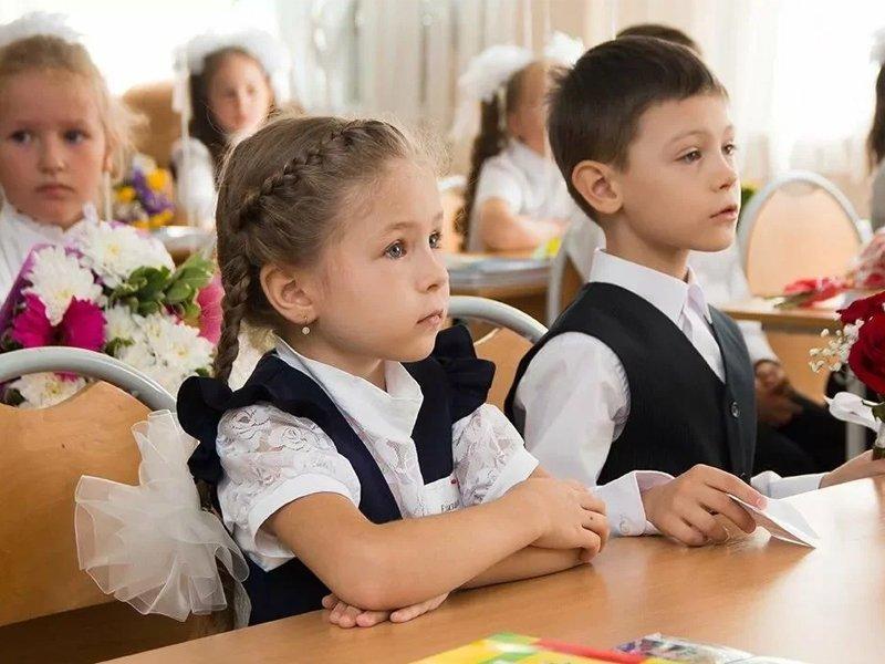 Собрать одного ребёнка в школу брянским родителям «вылетает в десяточку»