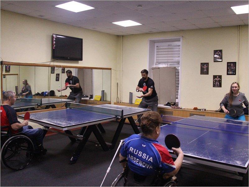 Инвалиды Брянска отметили Рождество турниром по настольному теннису