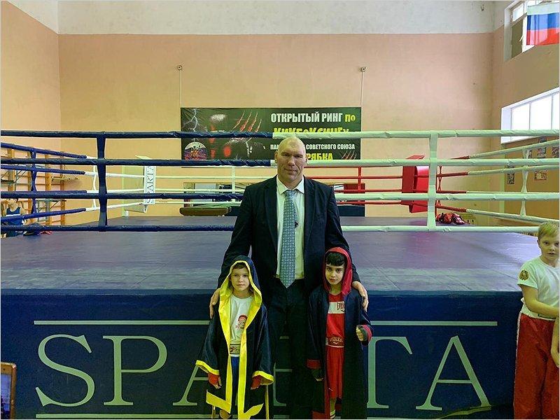 Дятьковский техникум получил олимпийский боксёрский ринг, в планах — открытие центра бокса