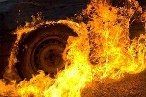 В Брянске сгорел автомобиль в гараже