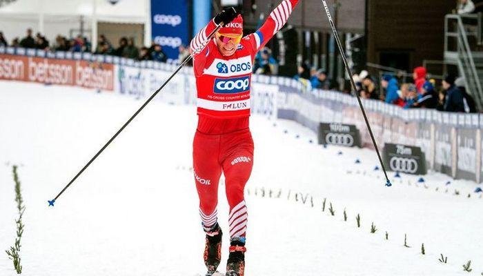 Александр Большунов выиграл масс-старт на этапе КМ в Фалуне, несмотря на падение