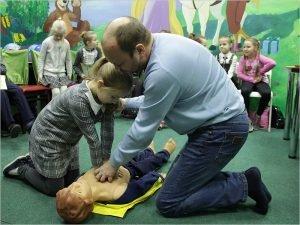Брянские энергетики рассказали об электробезопасности маленьким посетителям детского городка ТРЦ