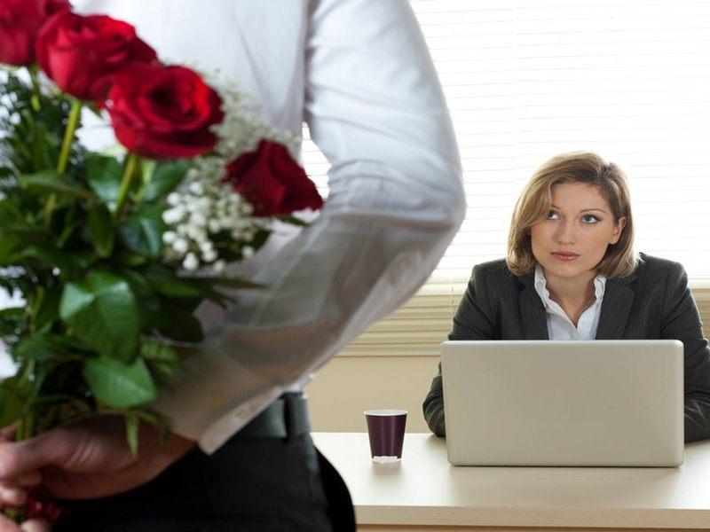 Российские компании чаще поздравляют с гендерными праздниками женщин, чем мужчин
