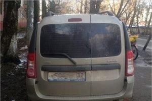 В Брянске водитель Lada Largus тяжело травмировал женщину на тротуаре