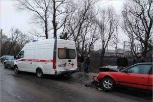 В Навле машина «скорой помощи» попала в массовое ДТП
