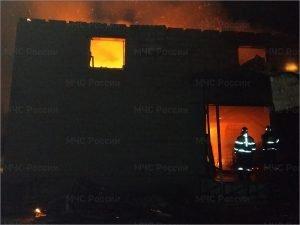 В Брянске на Соборной сгорел двухэтажный склад
