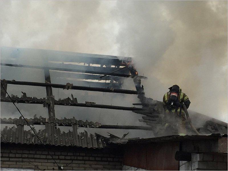 В Брянске сгорел частный деревянный дом. Жертв нет