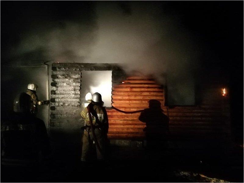Ночью в Брянске сгорел жилой дом. Жертв нет