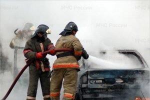 В Брянске пожарных вызывали на тушение автомобиля