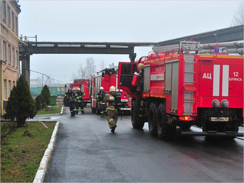 Брянские пожарные успешно потушили условно горевший стальзавод