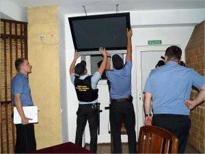 Брянский гарантирующий поставщик электроэнергии вместе с приставами арестовал имущество девяти УК