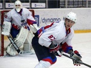 Хоккейный «Брянск» разгромно проиграл в  заключительном матче регулярного чемпионата