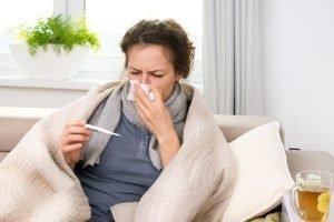 В Брянской области продолжается карантин по гриппу и ОРВИ. Эпидпорог превышен на 20,7%
