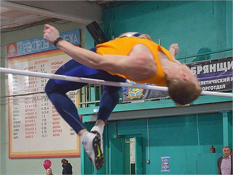 Легкоатлетический мемориал Морозова в Брянске выиграли Юлия Сохацкая и Сергей Тимшин
