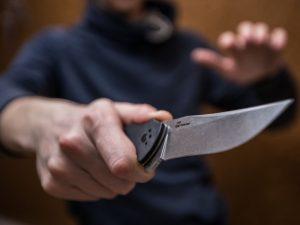 Хулиган с ножом в Радице: два покушения на убийство, одно оказалось успешным