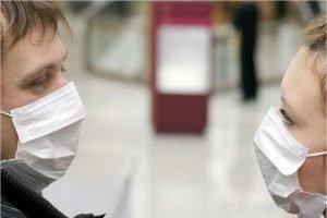 Роспотребнадзор предписал всем россиянам носить маски в транспорте, на парковках и в лифтах