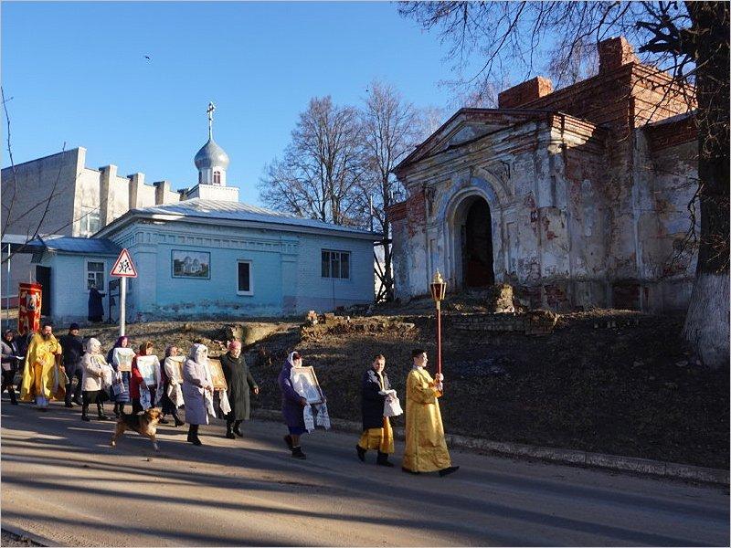Возрождающийся рогнединский Алексиевский храм принимает пожертвования на колокола