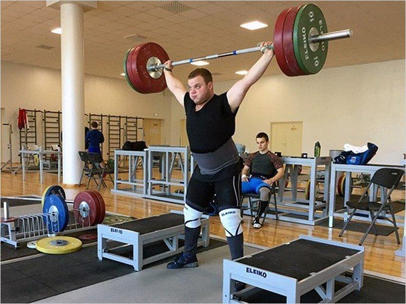 Брянские тяжелоатлеты остановились  в шаге от пьедестала на Кубке России