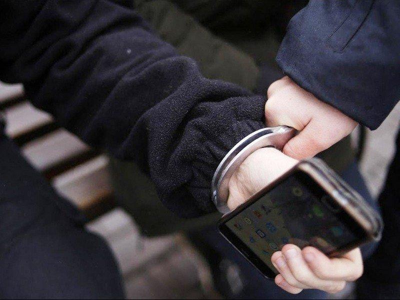 Брянские полицейские оперативно нашли смартфон и зарядку, которые проспал пассажир