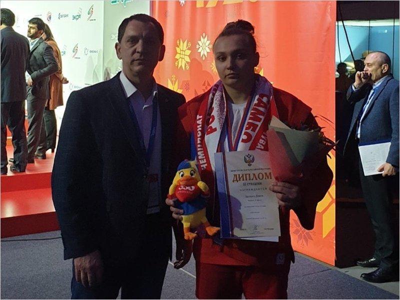 Брянская спортсменка завоевала серебряную медаль на чемпионате России по самбо