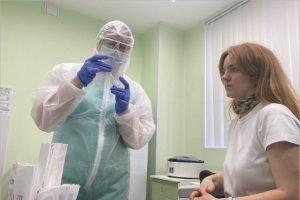 Российским медикам, сражающимся с COVID-19, день будет засчитан за два