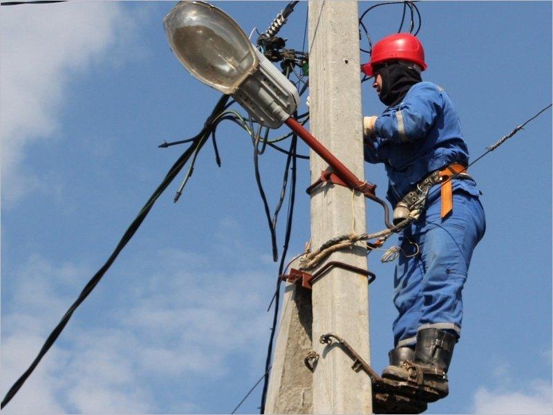 Три района Брянской области остались без электричества из-за сильного ветра