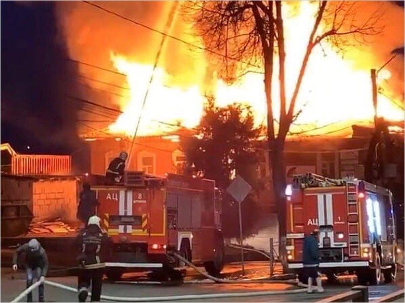 В Брянске сгорело историческое здание бывшего Литературного музея