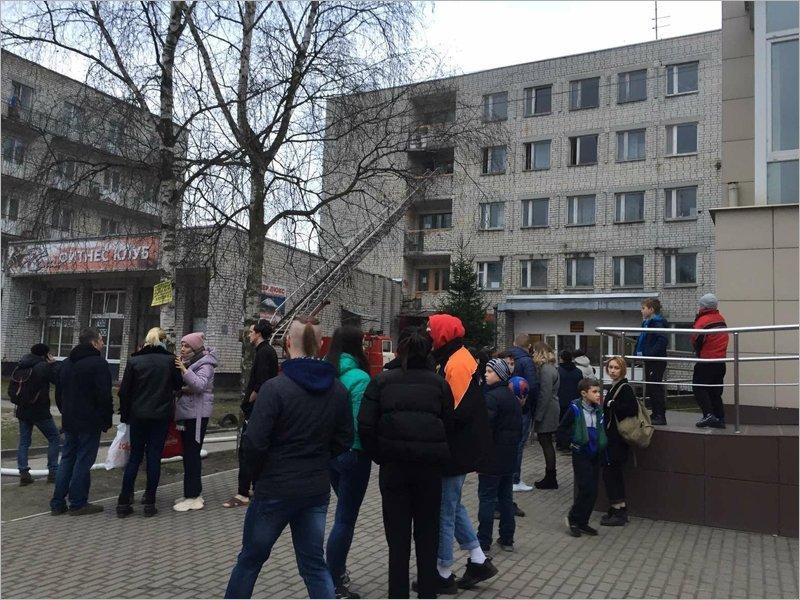 В Брянске горело общежитие колледжа искусств. Жертв нет