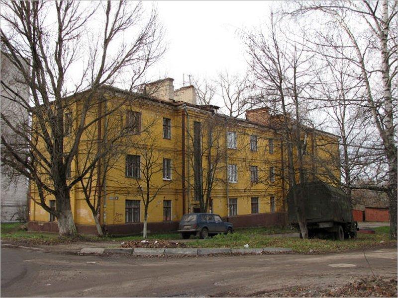 Выгорающий Брянск: пожарные потушили масштабное возгорание в старом доме на Арсенальской за цирком