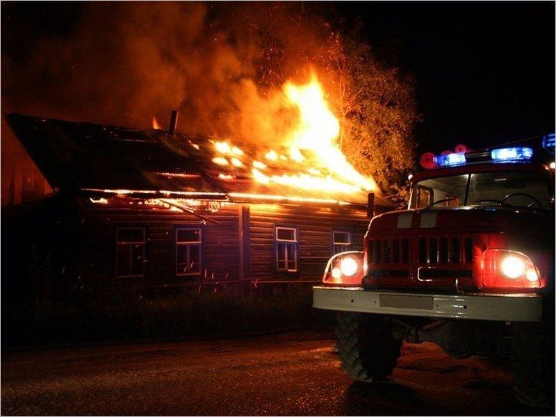В Унече в полночь сгорел жилой дом. Жертв нет
