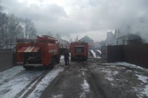 В Брянске сгорел частный дом с мансардой, есть жертвы